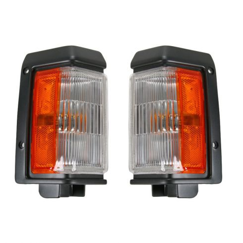 Nissan PU Cor Park Light Fdr Mnt Pair