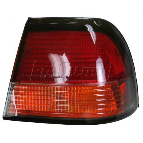 97-99 Nissan Maxima 1/4 Mtd Taillight RH